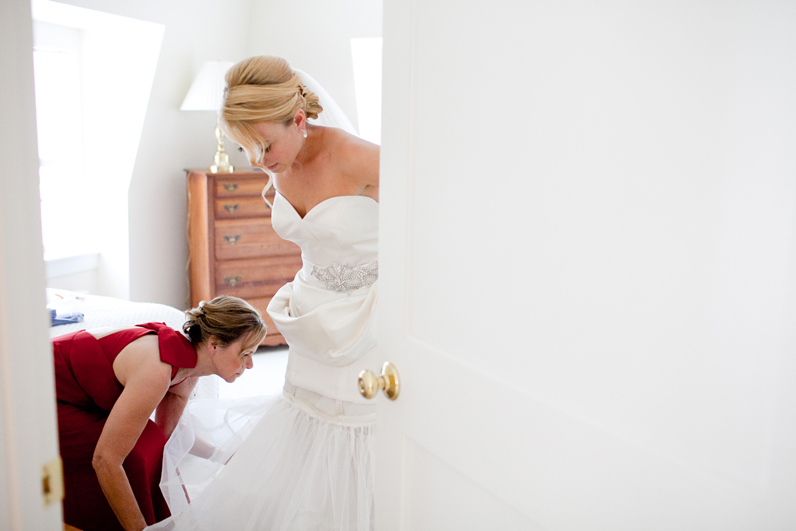 bride getting ready in beverly, ma